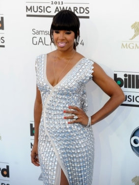 Kelly Rowland at the Billboards Awards showing off a tiny tiny bump.
