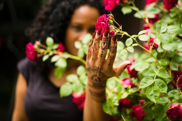 Love the way these rosebushes matched the feel of the henna and the deep wine color of the nails is perfect in the midst of it all.